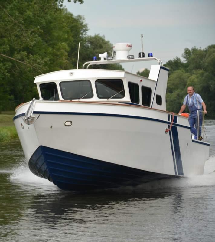 Mua Tàu công vụ và dịch vụ kinh doanh