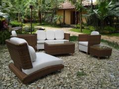 WICKER / RATTAN DINNING TABLE AND CHAIRS