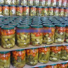 Pickled assortment gherkin & tomato
