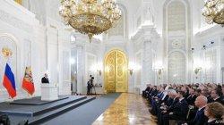 Tiền với nhân quyền và Putin 'nhân hậu'
