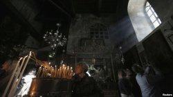 Người hành hương đến Bethlehem mừng lễ Giáng Sinh