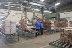 Gia công chà nhám, xử lý bề mặt cho sản phẩm gỗ